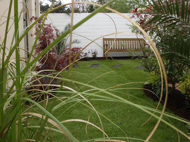 Small gardens good design peter donegan landscaping for Small square garden designs
