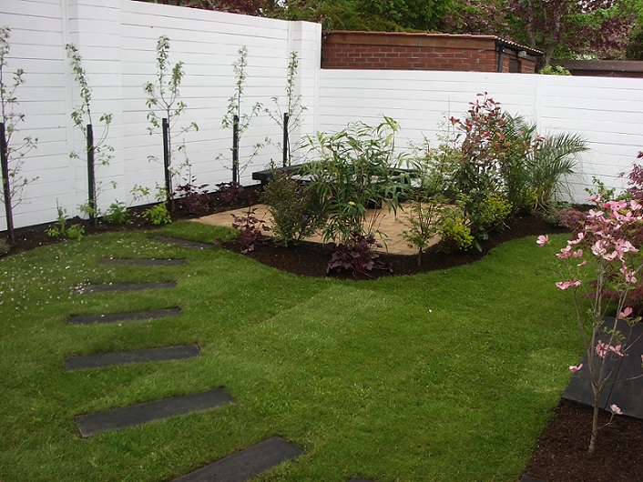 Small gardens good design peter donegan landscaping Small backyard garden design