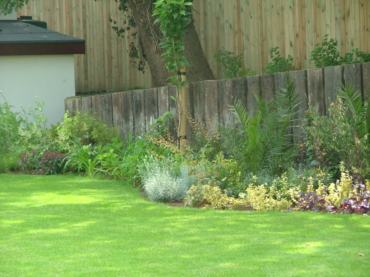 Small garden any ideas peter donegan landscaping ltd - Backyard landscape designs ...