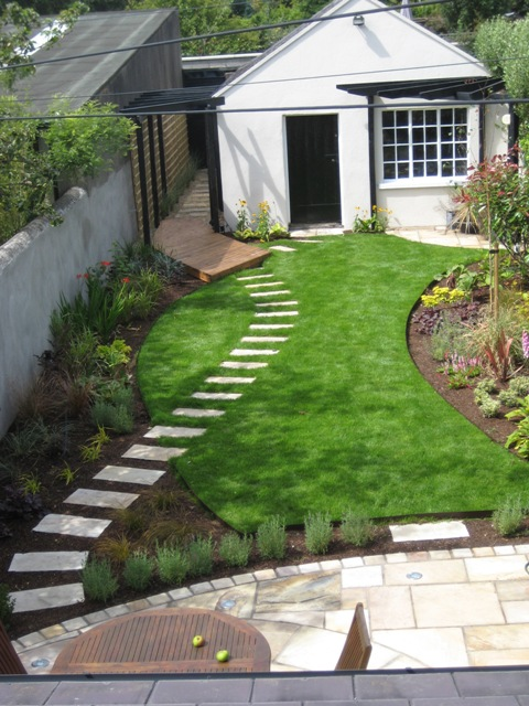 Small garden landscaping dublin pdf for Small garden design ideas with lawn