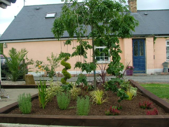 Small garden feature areas peter donegan landscaping ltd for Small garden areas