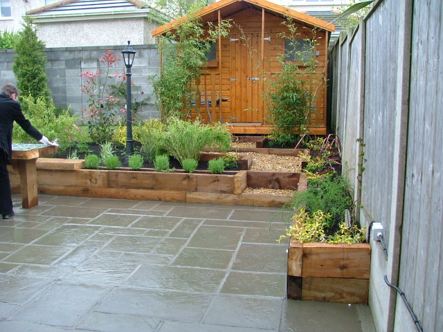 Small garden patio and raised beds peter donegan for Small terrace garden design ideas