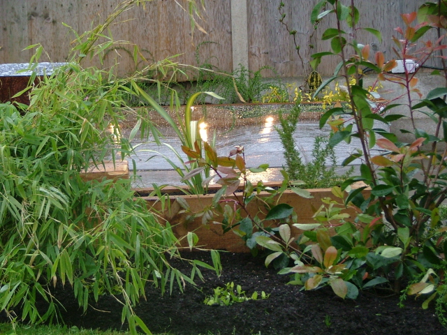 small-garden-ideas-lights and mirror