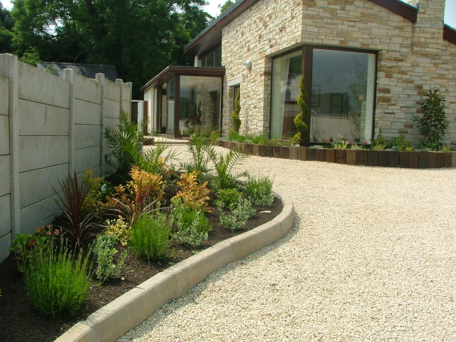 Small garden corner beds front peter donegan landscaping for Corner house garden designs