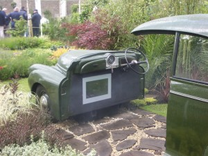 no-rubber-soul-morris-minor-car-garden-donegan-bloom