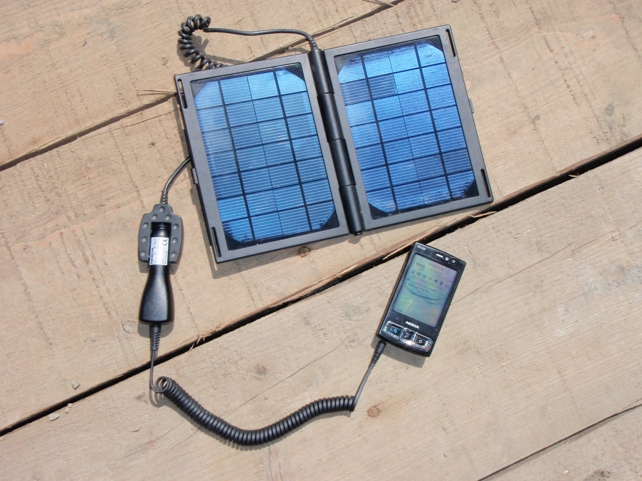 solar power recharge your mobile phone